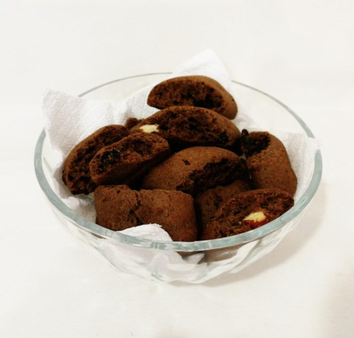 Carob-bites-with-raisins-and-almonds